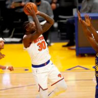 Barrett y Randle impulsan a los NY Knicks a ganar Curry y los Warriors
